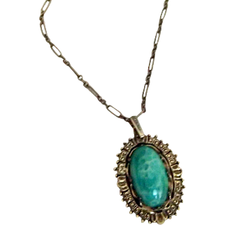 Vintage Necklace w Faux Green Stone
