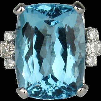 14K Vintage 17.54Ct Blue Topaz & Diamond Ring - Size 5