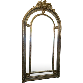 Elegant and big mirror in a mix of colors
