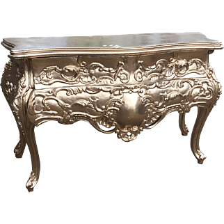 Hand crafted commode/chest of drawers in Baroque style
