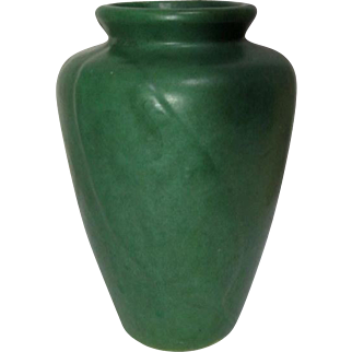 Zanesville Pottery, Matte Green Tobacco Leaf Vase, Arts and Crafts Design, Nice