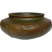Grueby Pottery, Speckled Green Brown Vertical Overlapping Leaves Squat Planter