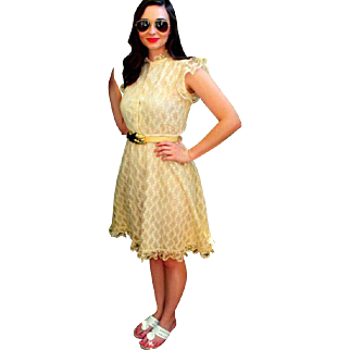 Vintage 70s iconic, Angelic VICTORIAN LACE Ruffled A-Line Peasant Sun Dress - 1970s