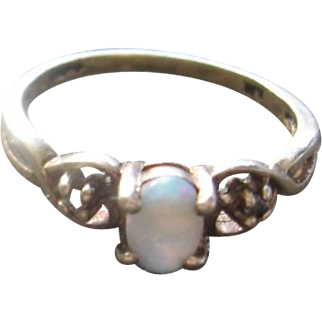 10k and Natural Opal Ring/Chip Diamond Size 6
