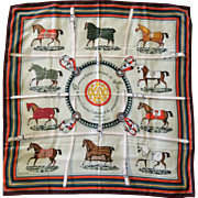 LIKE NEW Hermes Scarf: Couvertures et tenues de Jour with Hermes Box