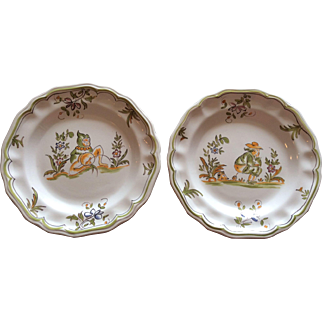 Pair of Cabaré Martres Moustiers plates in the grotesque style