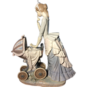 LLadro Figurine #4938 Baby's First Outing Retired MINT