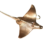 Vintage 1950s 14 carat yellow gold sting ray charm / pendant - 8 grams