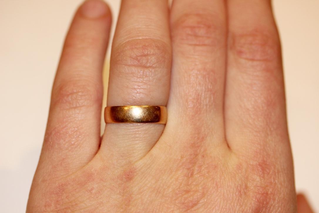 18 Carat Gold Wedding Ring Image Of Enta