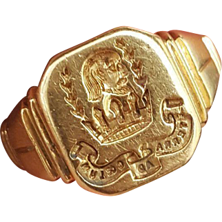 Bursting with history Fine Vintage Art Deco period 18 carat gold family crest signet ring for the Frost family - English pre war dated 1938