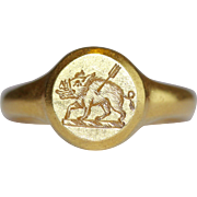 18 Carat Gold English Crest Signet Ring Dated 1927