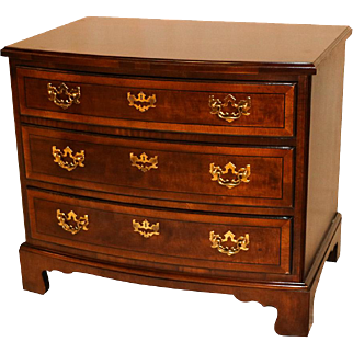 Henredon Mahogany Chest Nightstand Table