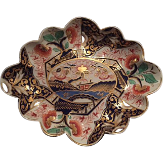Magnificent English Derby Imari Dish with Scallop Edge, circa 1815