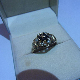 Attractive Antique 19th century Dutch,18ct Gold, Seed Pearl & Agate Mourning Ring