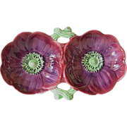 An anemone double dish from Staffordshire, England, circa 1935.