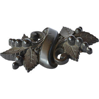A jet carved pin brooch, early 1900s.