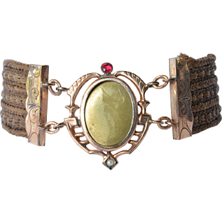 A Victorian mourning bracelet, 19th century.