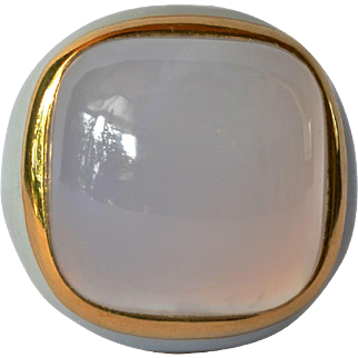 A vintage, 18ct gold chalcedony set signet style ring, 1985 c.