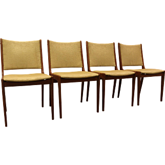 Set of 4 Mid Century Danish Modern Teak Mobler Style Dining Chairs