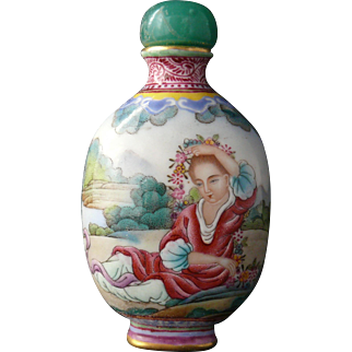 Painted Porcelain Snuff Bottle with Foreigners and Four Character Mark of Qianlong