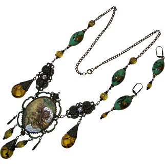 Fanciful Czechoslovakian Medallion Necklace and Earrings