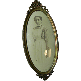 Vintage Oval Metal Picture Frame.