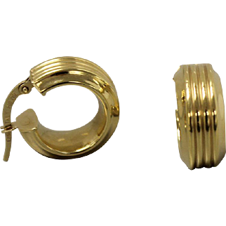 18kt Yellow Gold Small Ribbed Hoop Earrings