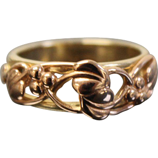10k Two Tone Heart Floral Berries Band with Slot Design in Yellow & Rose Gold