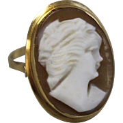 18kt Yellow Gold Brown Shell Cameo Ring - Size 5.5