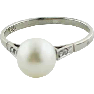 Vintage 14K White Gold - 8mm Pearl -  Diamond Ring in Size 6.5