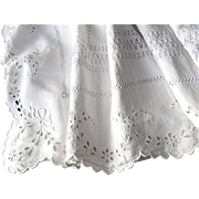 Fine French Sheet in Linen with Exceptional Embroidery, Scalloped Edge and Monogram