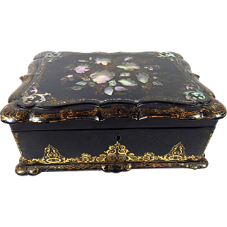 Antique French Romantic Jewelry and Keepsake Box in Papier-mache and Lacquer