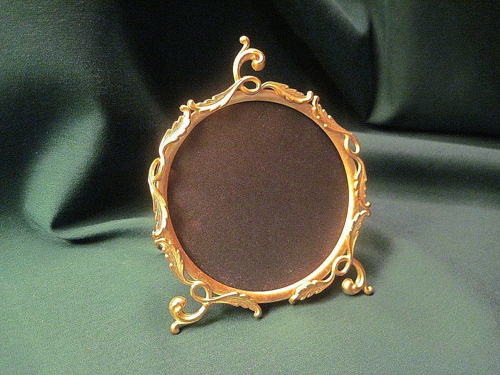 Vintage victorian round gilt brass picture frame from