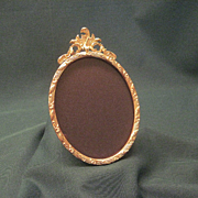 Victorian 19th Century Oval Gilt Picture Frame With Foliage Decoration