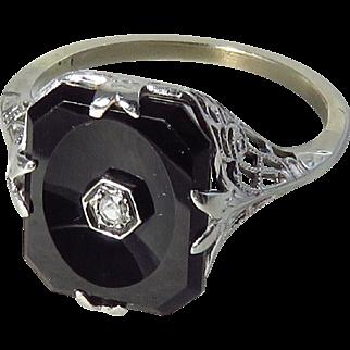 14 Karat White Gold Art Deco Black Onyx and Diamond Filigree Ring