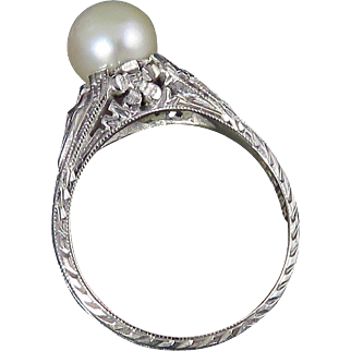 Art Deco 18K White Gold Filigree Pearl Ring