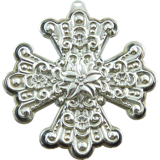 1974 Sterling Silver Reed and Barton Christmas Cross Medallion