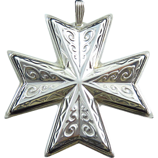 1977 Sterling Silver Reed & Barton Christmas Cross Medallion