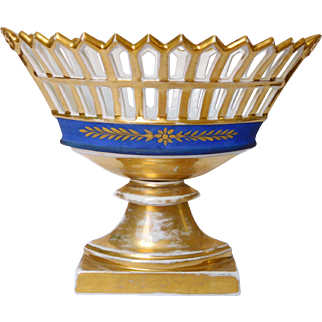 Empire Paris porcelain reticulated Cup enhanced with fine gold circa 1820