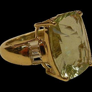 Fine 10K Gold Ring w/ Synthetic Aquamarine Stone