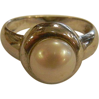Fine Sterling Silver Pearl Cultured Ring - Size: 7