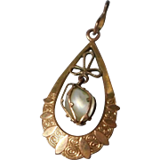 Vintage Rolled Gold and Fresh Water Pearl Pendant