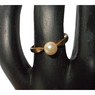 Vintage Dainty Gold and Pearl Ring