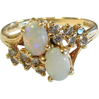 Fine Vintage 14K Gold Ring w/ Opals & Diamonds