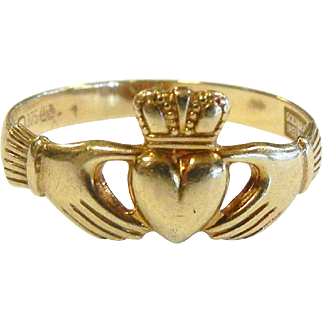 Fine Solvar Ireland 9 K Gold Claddaugh Ring