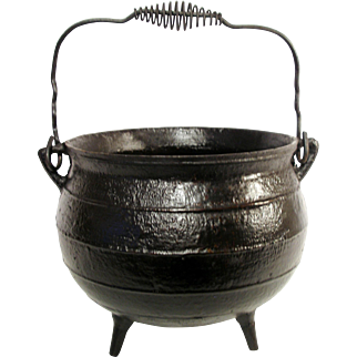 Antique Heavy Cast Iron 3 Gallon Double Handled, Footed, Cauldron Kettle Boiler Gypsy Hanging Camp Fire Pot.