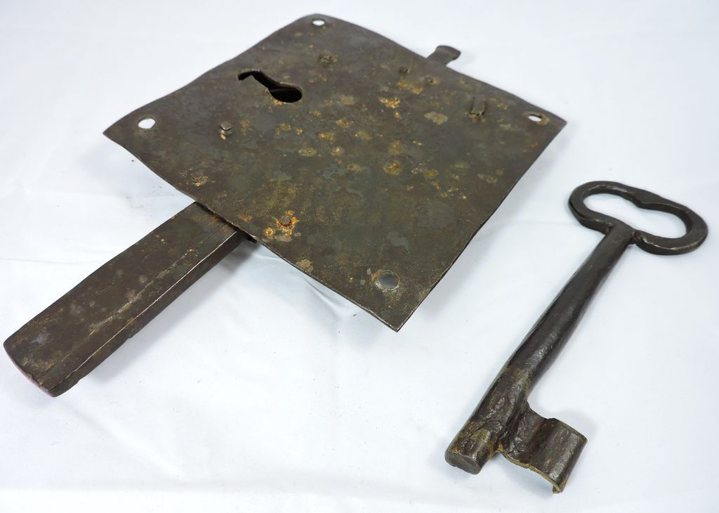 1700s iron door lock plate and key from thecuriousamerican on ruby roll over large image to magnify click large image to zoom sciox Choice Image