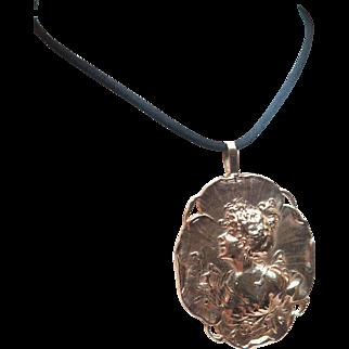 Beautiful Custom designed Cameo Style 14K Gold Pendant