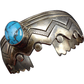 Signed Vintage ZUNI Sterling Silver & Turquoise Cuff Bracelet Zig Zag Edge 48.3g