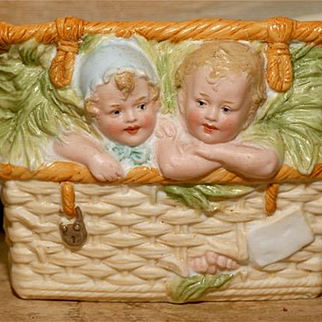 MATRIX SUMMER SOUVENIR !!  Rare Heubach Basket Baby Stowaways